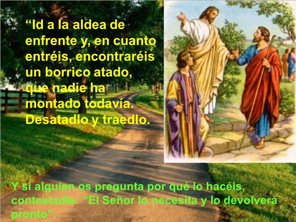 y Jesús mandó a dos de sus discípulos, diciéndoles: