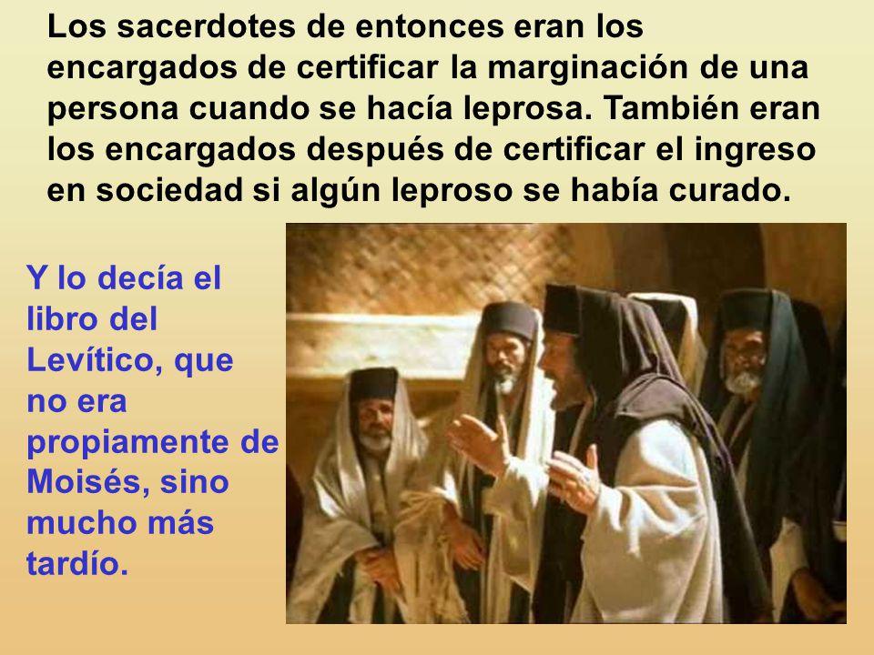 El lo despidió, encargándole severamente: No se lo digas a nadie; pero, para que conste, ve a presentarte al sacerdote y ofrece por tu purifica- ción