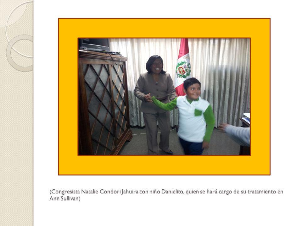 (Congresista Natalie Condori Jahuira con niño Danielito, quien se hará cargo de su tratamiento en Ann Sullivan)