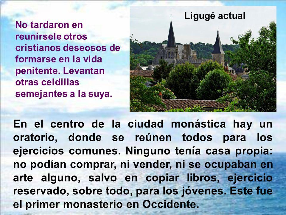 Bajo el auspicio de san Hilario, se instaló en Ligugé, a orillas del río Clain, para ser ermitaño, dedicado sólo a la oración y a la contemplación. En