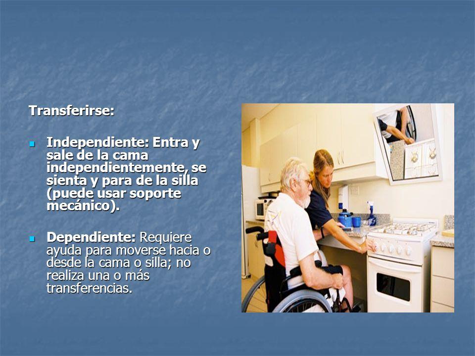 Transferirse: Independiente: Entra y sale de la cama independientemente, se sienta y para de la silla (puede usar soporte mecánico). Independiente: En