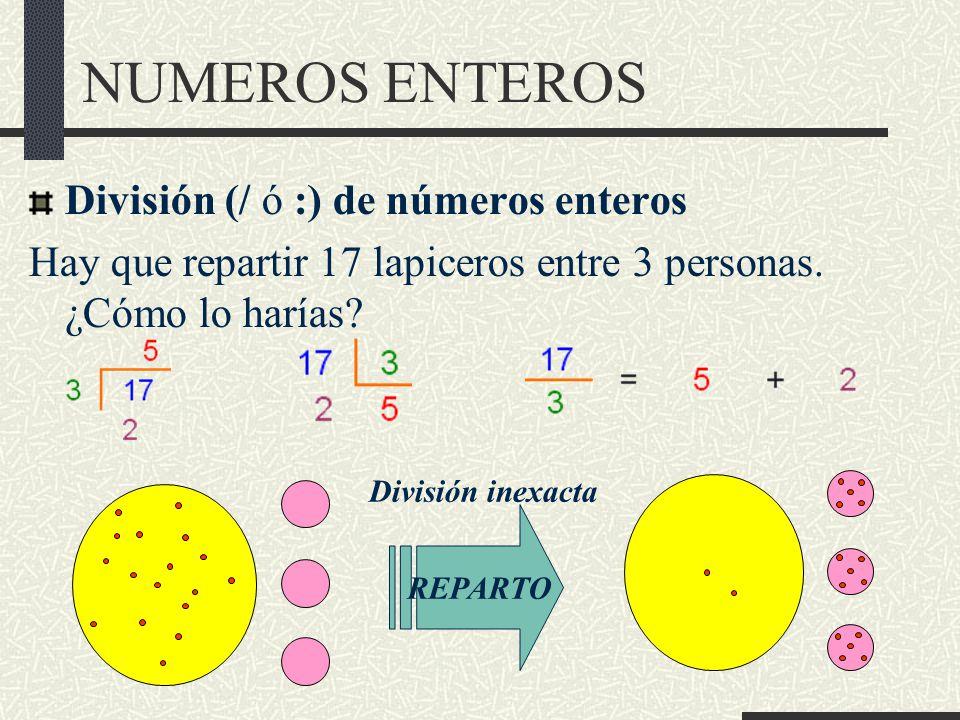 NUMEROS ENTEROS División (/ ó :) de números enteros Hay que repartir 17 lapiceros entre 3 personas.