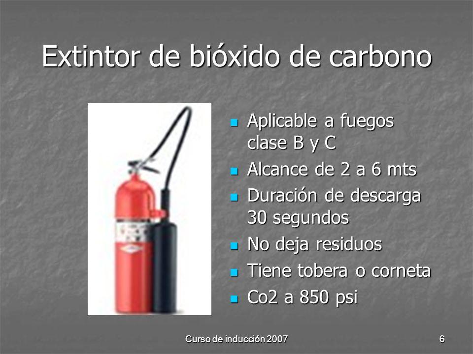 Curso de inducción 20076 Extintor de bióxido de carbono Aplicable a fuegos clase B y C Aplicable a fuegos clase B y C Alcance de 2 a 6 mts Alcance de