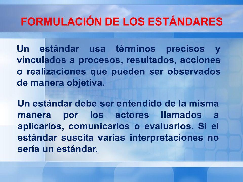 FORMULACIÓN DE LOS ESTÁNDARES Un estándar usa términos precisos y vinculados a procesos, resultados, acciones o realizaciones que pueden ser observado