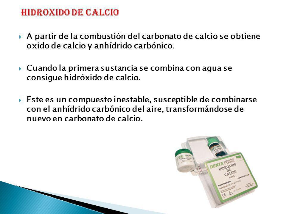 A partir de la combustión del carbonato de calcio se obtiene oxido de calcio y anhídrido carbónico. Cuando la primera sustancia se combina con agua se