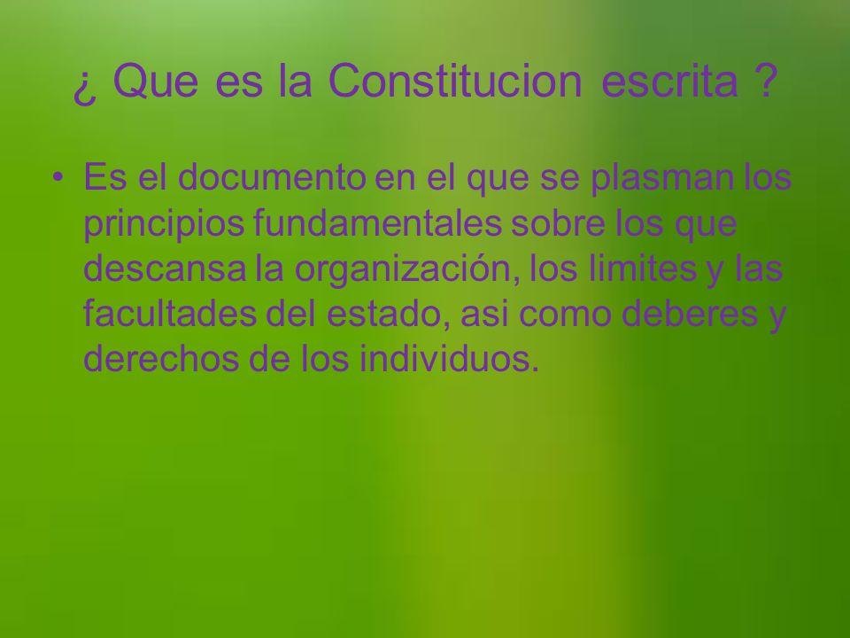 La constitucion se divide en 2 partes las cuales son: La constitucion escrita La constitucion no escrita