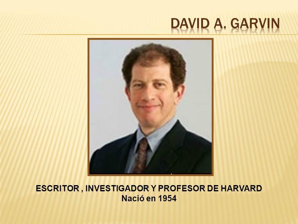 ESCRITOR, INVESTIGADOR Y PROFESOR DE HARVARD Nació en 1954