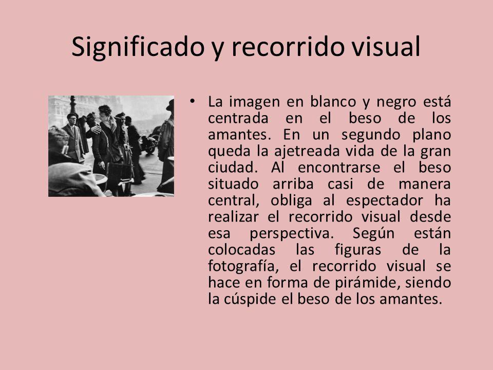 Significado y recorrido visual La imagen en blanco y negro está centrada en el beso de los amantes. En un segundo plano queda la ajetreada vida de la