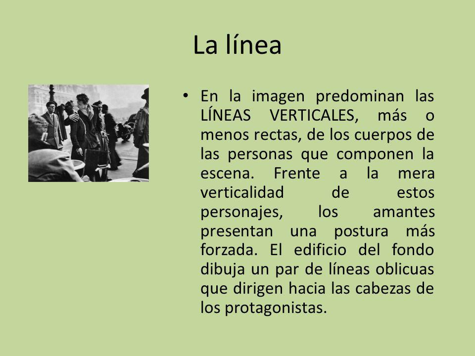 La línea En la imagen predominan las LÍNEAS VERTICALES, más o menos rectas, de los cuerpos de las personas que componen la escena. Frente a la mera ve