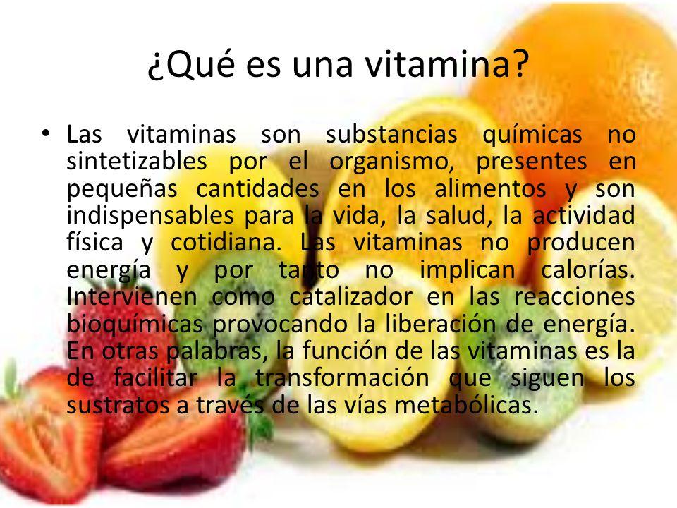 ¿Qué es una vitamina? Las vitaminas son substancias químicas no sintetizables por el organismo, presentes en pequeñas cantidades en los alimentos y so