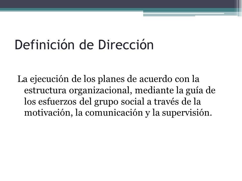 La ejecución de los planes de acuerdo con la estructura organizacional, mediante la guía de los esfuerzos del grupo social a través de la motivación, la comunicación y la supervisión.