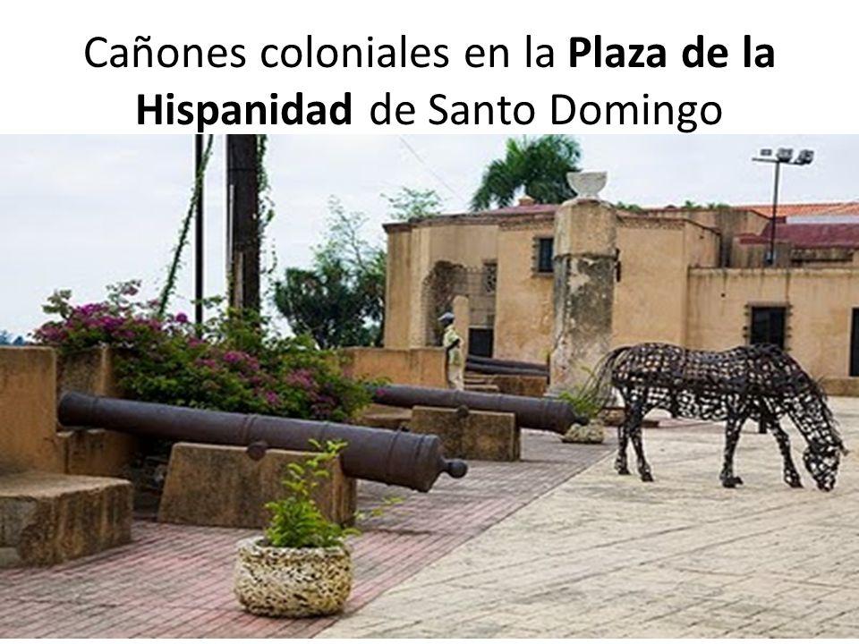 Cañones coloniales en la Plaza de la Hispanidad de Santo Domingo
