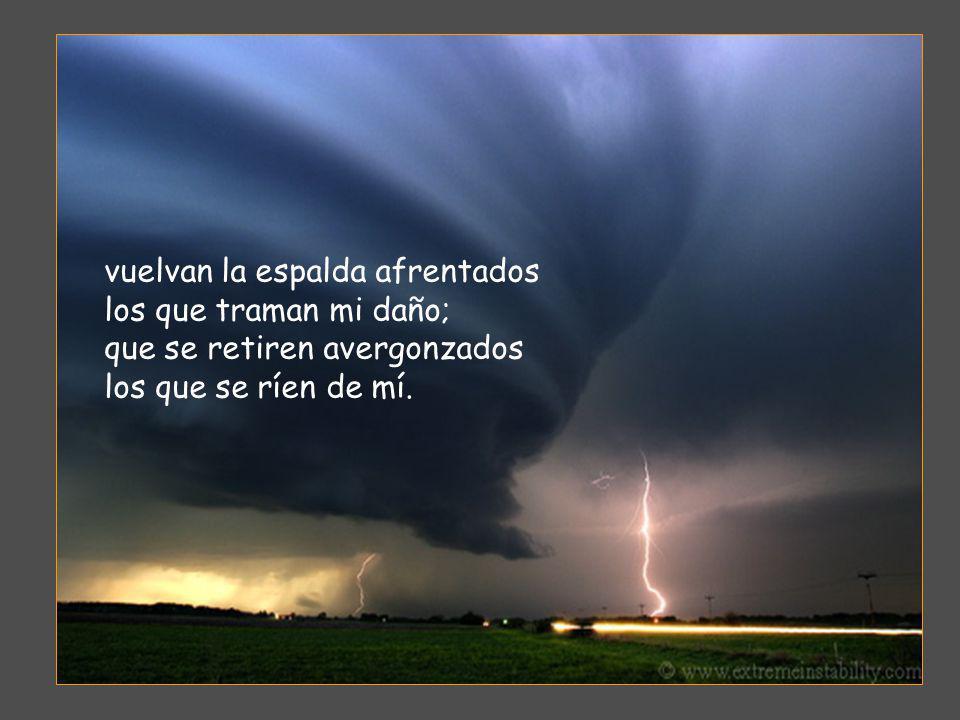 Dios mío, dígnate a librarme; Señor, date prisa en socorrerme. Sufran una derrota ignominiosa los que me persiguen a muerte;
