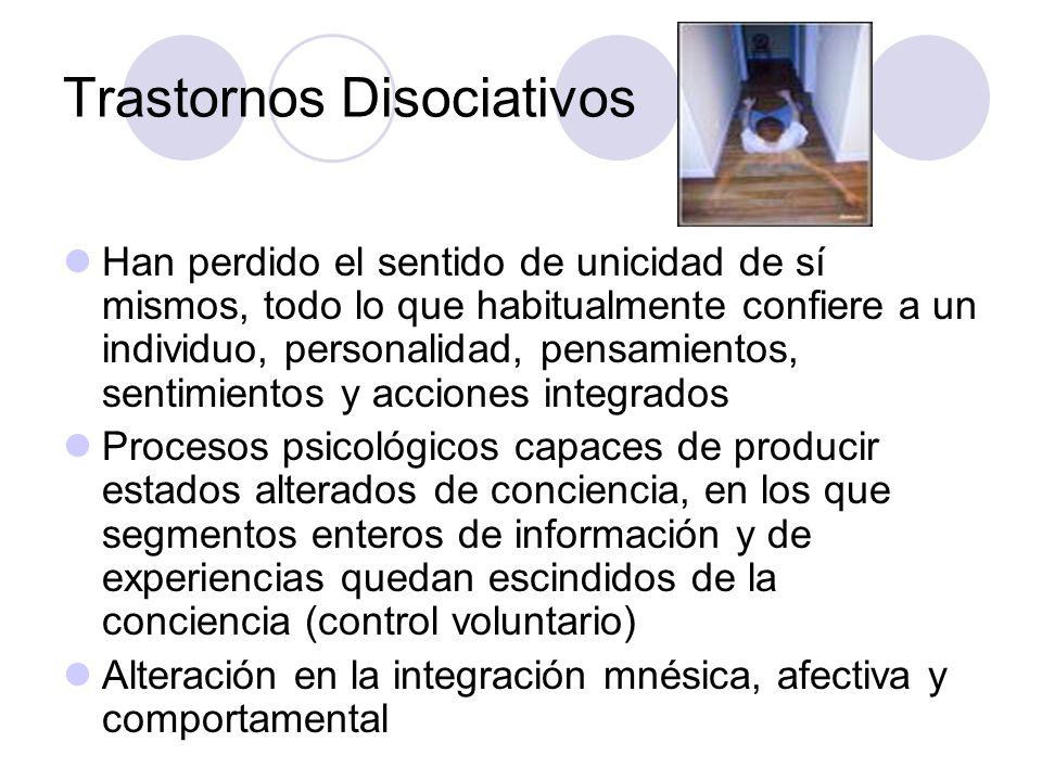 Trastornos Disociativos Han perdido el sentido de unicidad de sí mismos, todo lo que habitualmente confiere a un individuo, personalidad, pensamientos