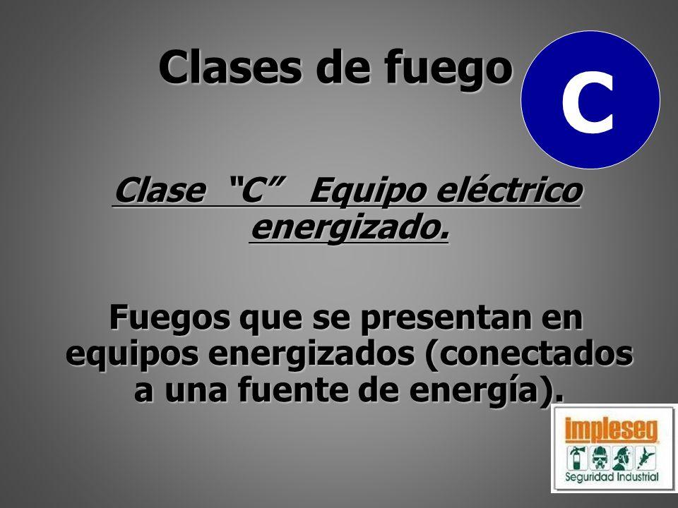 Clase C Equipo eléctrico energizado. Fuegos que se presentan en equipos energizados (conectados a una fuente de energía). Clases de fuego C