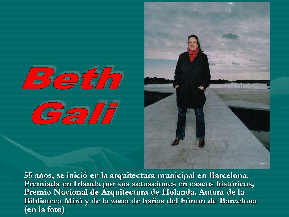 55 años, se inició en la arquitectura municipal en Barcelona. Premiada en Irlanda por sus actuaciones en cascos históricos, Premio Nacional de Arquite