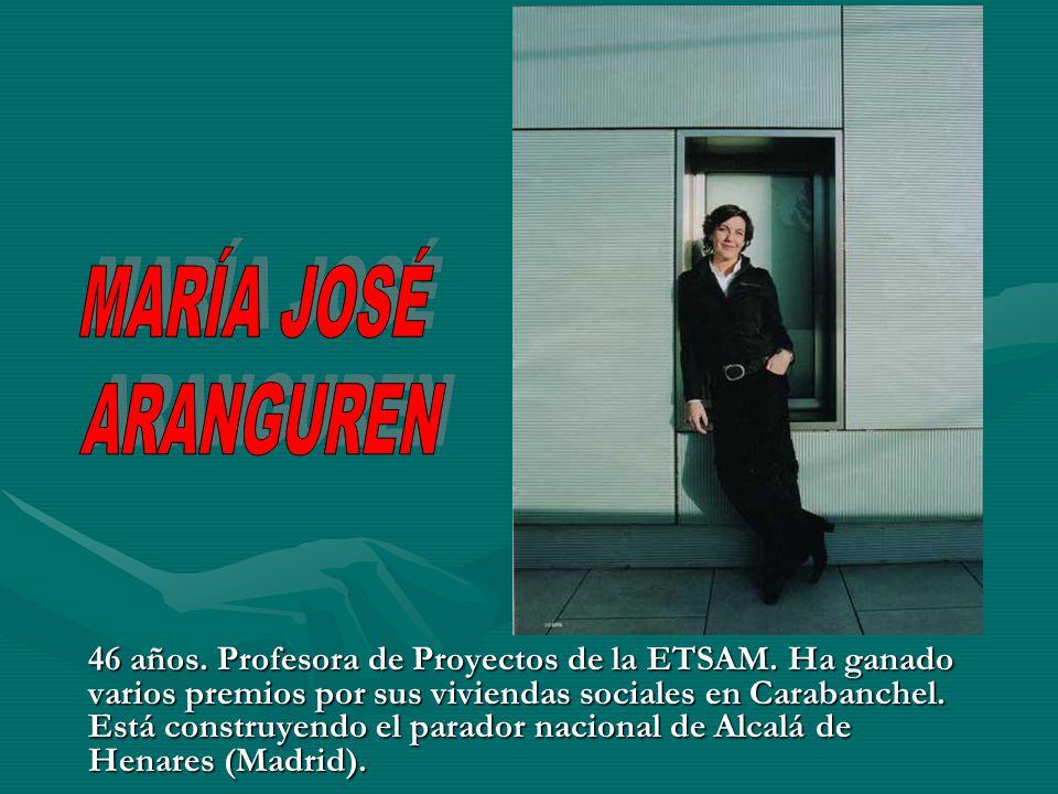 46 años. Profesora de Proyectos de la ETSAM. Ha ganado varios premios por sus viviendas sociales en Carabanchel. Está construyendo el parador nacional