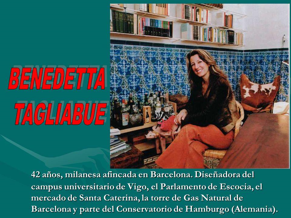 42 años, milanesa afincada en Barcelona. Diseñadora del campus universitario de Vigo, el Parlamento de Escocia, el mercado de Santa Caterina, la torre
