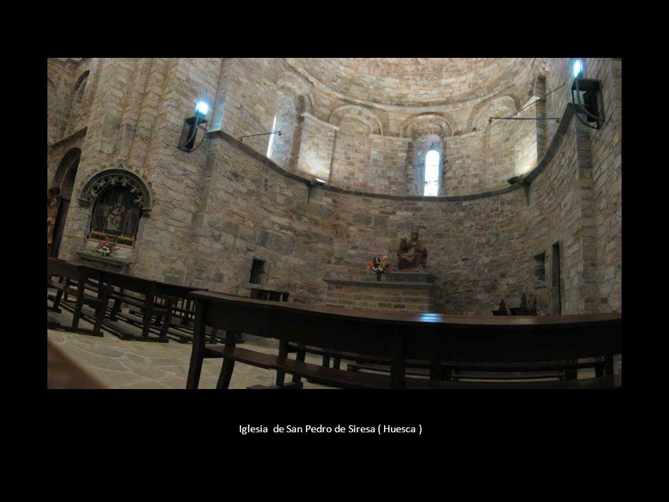 Algo más tarde el Santo Cáliz se localizaría en el Monasterio de San Pedro de Siresa, en el municipio de Hecho de Huesca. En este sentido, se conserva