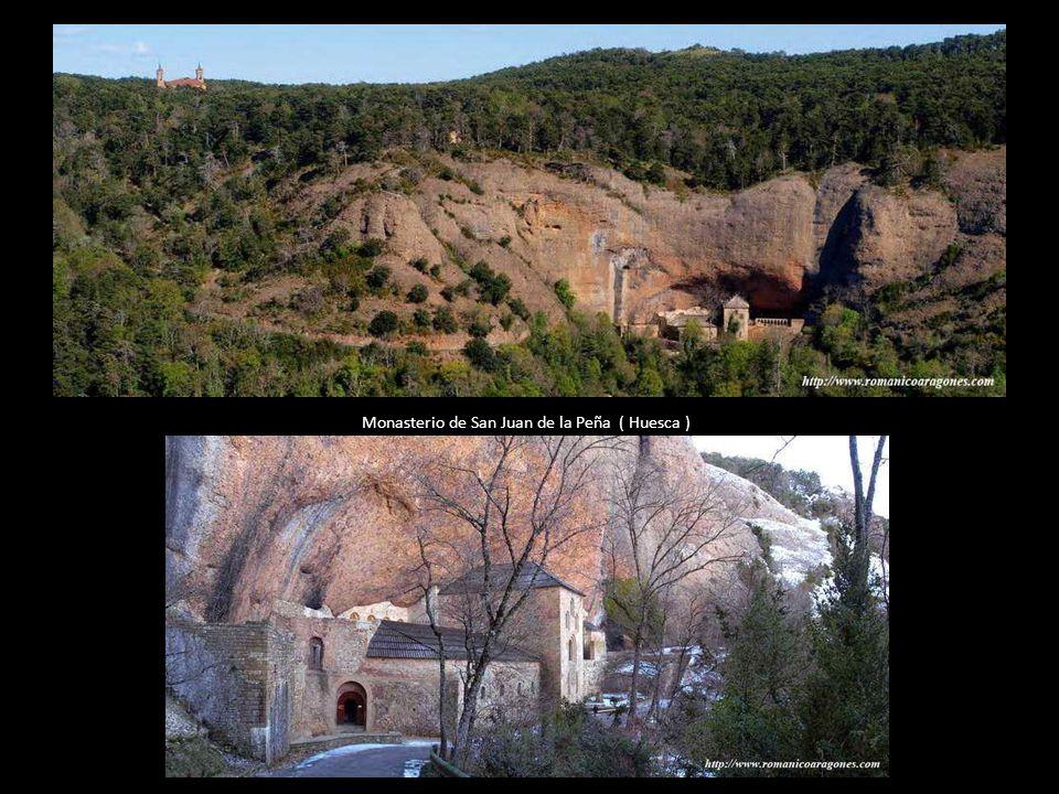 Posteriormente, alrededor del año 1071 el Santo Cáliz fue llevado desde la Catedral de Jaca hasta el Monasterio de San Juan de la Peña, donde permanec
