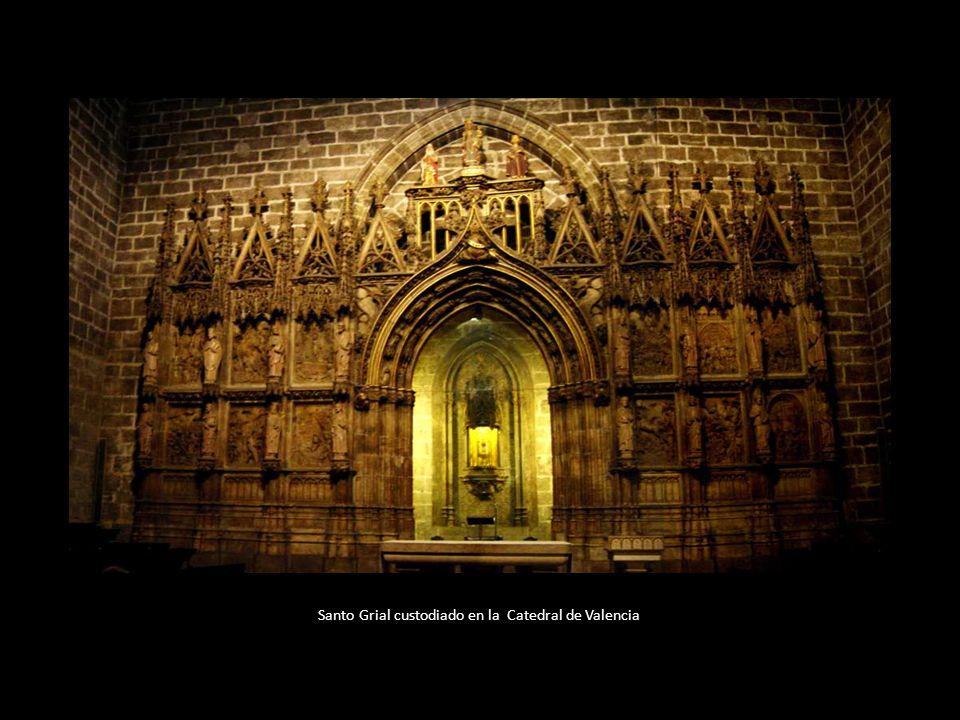 Catedral de Valencia Un año después, en 1438, el cáliz es entregado a la Catedral de Valencia, como garantía de un préstamo que el rey Alfonso V de Ar