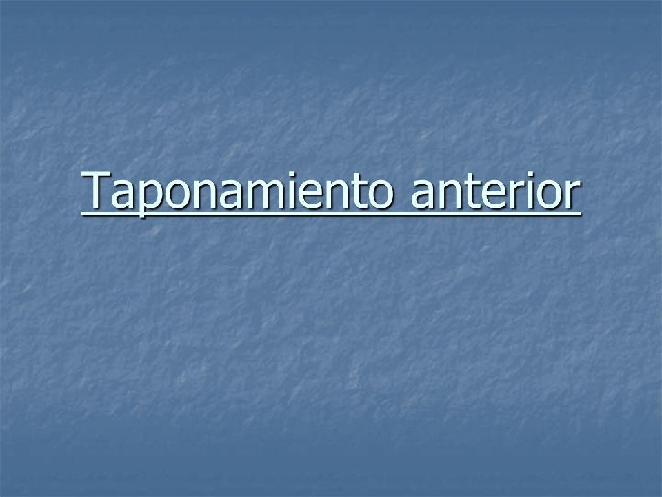 Epistaxis Epistaxis Taponar con: Taponar con: Gasa de borde con pomada antibiótica.