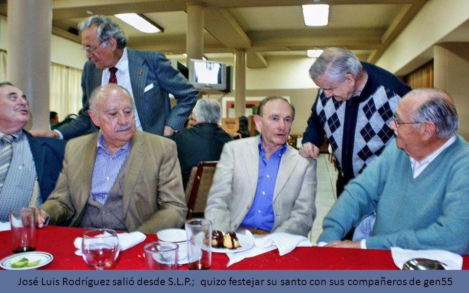José Luis Rodríguez salió desde S.L.P.; quizo festejar su santo con sus compañeros de gen55