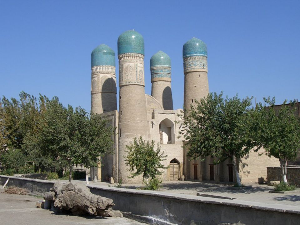 BUJARÁ Bujará es, junto con Samarcanda, una de las dos ciudades históricas de la cultura tayiko- persa en Uzbekistán. La mayor parte de su población e