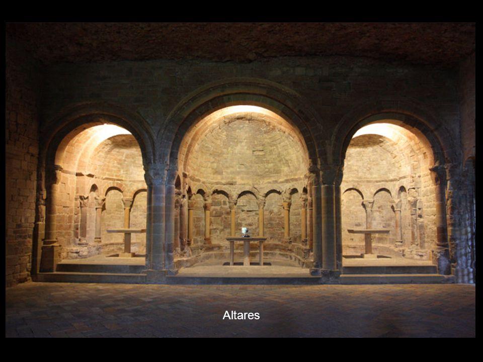 Leyenda: a) Primera planta 1. Horno de pan 2. Panteón real 3. Panteón de nobles 4. Museo 5. Alta Iglesia. Románica 6. Puerta mozárabe 7. Capilla gótic