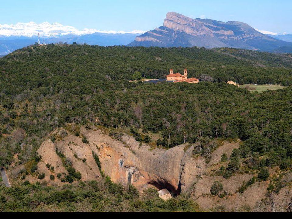 En pleno Pirineo Aragonés se encuentra el espectacular espacio del Paisaje Protegido de San Juan de la Peña y Monte Oroel, y entre sus elementos más s