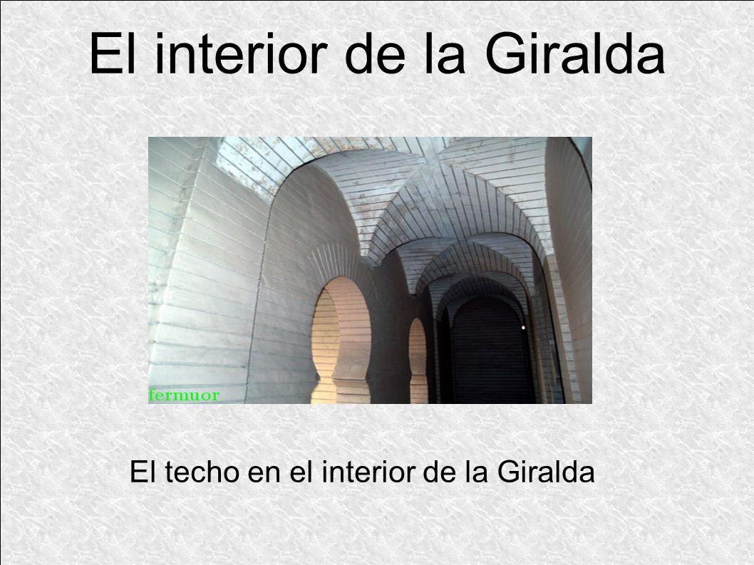 El techo en el interior de la Giralda El interior de la Giralda