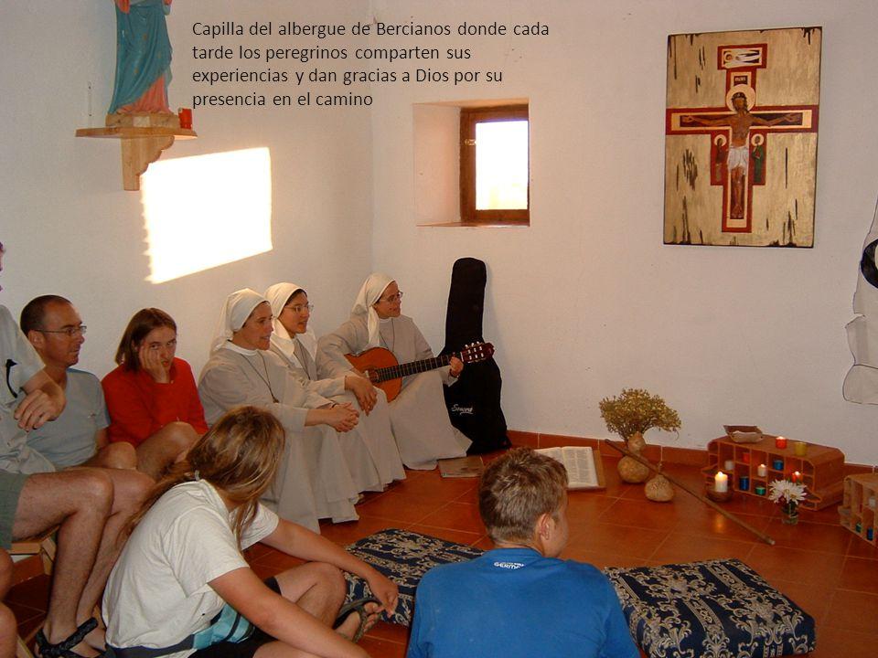 Capilla del albergue de Bercianos donde cada tarde los peregrinos comparten sus experiencias y dan gracias a Dios por su presencia en el camino
