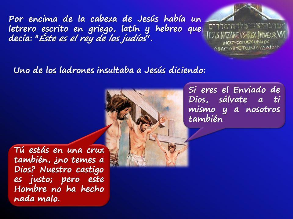 Por encima de la cabeza de Jesús había un letrero escrito en griego, latín y hebreo que decía: Éste es el rey de los judíos.
