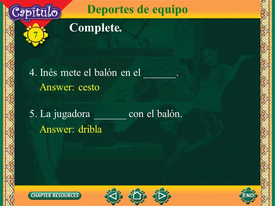 Deportes de equipo 7 Complete. 1.Javier juega el ______ con un bate, una pelota y un guante. Answer: béisbol 2. Hay nueve ______ en un juego de béisbo