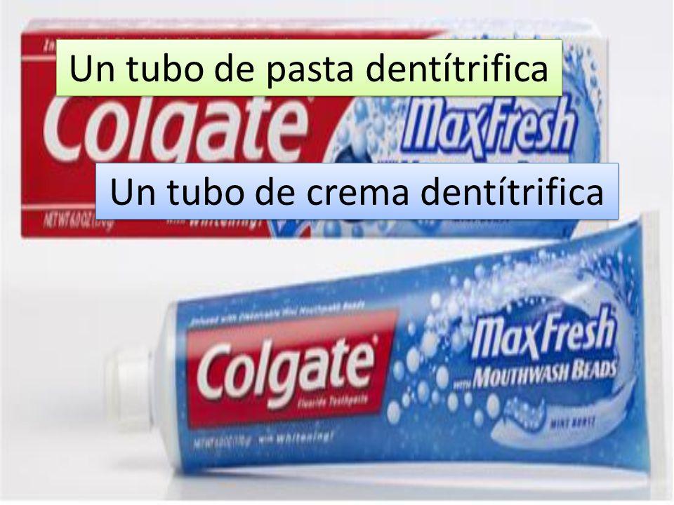 Un tubo de pasta dentítrifica Un tubo de crema dentítrifica