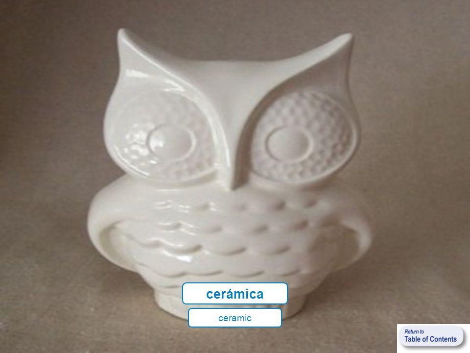 (estar) hecho(a) a mano (to be) handmade