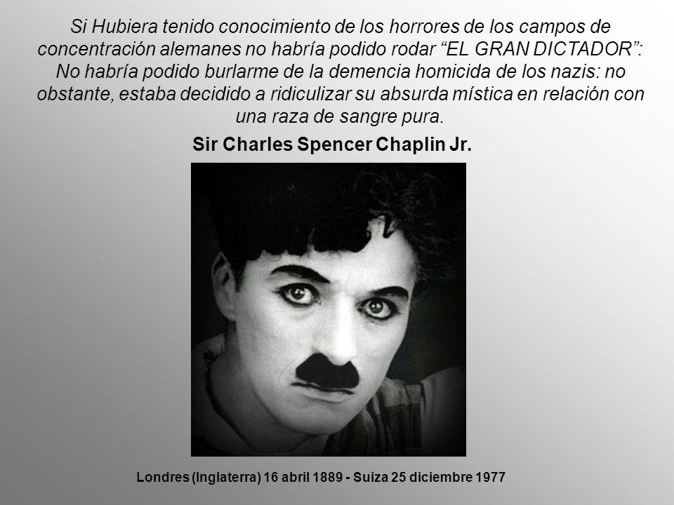 El 17 de septiembre de 1952, el fiscal general de Estados Unidos dio instrucciones a inmigración para retener a Chaplin, su esposa y varios de sus hijos, cuando viajaban en el Queen Elizabeth para asistir al estreno de Candilejas en Europa.