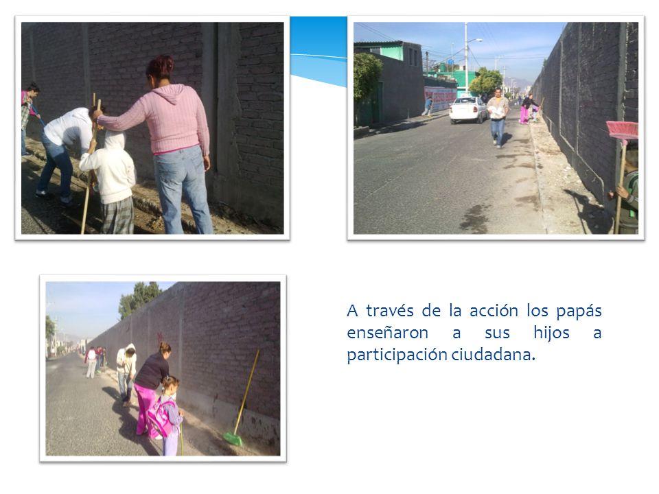 A través de la acción los papás enseñaron a sus hijos a participación ciudadana.