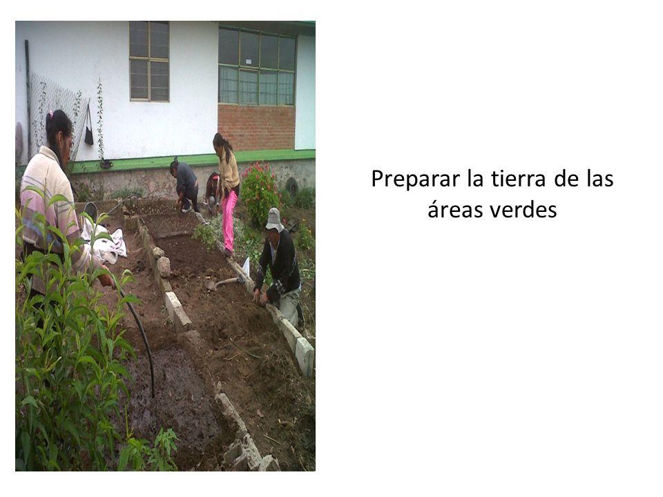 Preparar la tierra de las áreas verdes