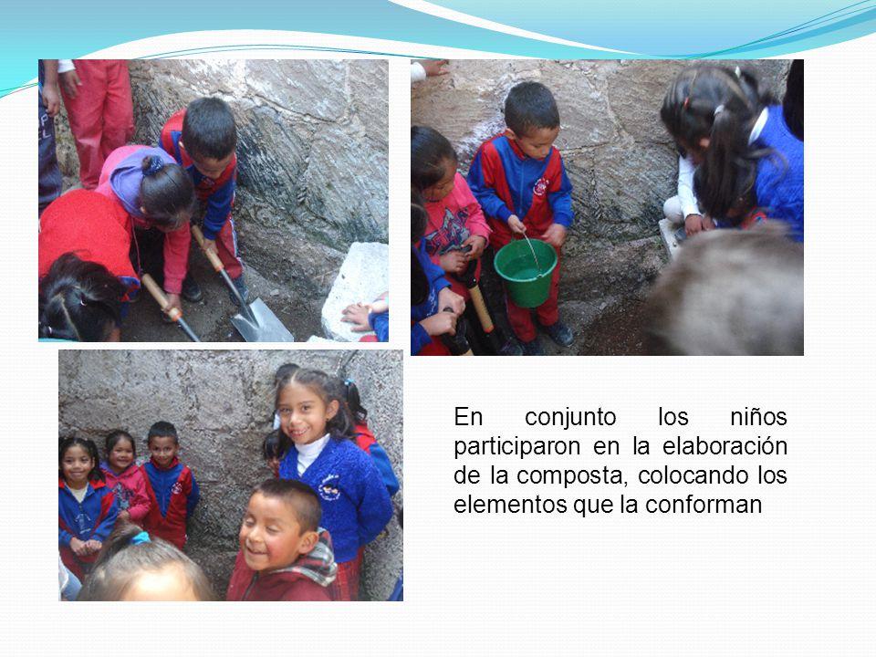 En conjunto los niños participaron en la elaboración de la composta, colocando los elementos que la conforman