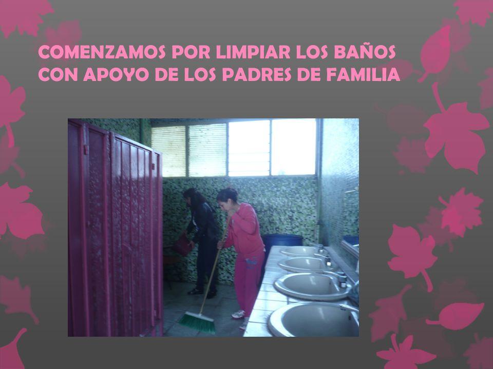 COMENZAMOS POR LIMPIAR LOS BAÑOS CON APOYO DE LOS PADRES DE FAMILIA