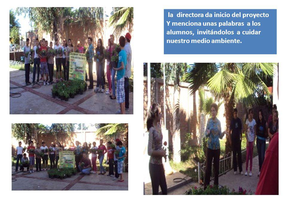 la directora da inicio del proyecto Y menciona unas palabras a los alumnos, invitándolos a cuidar nuestro medio ambiente.