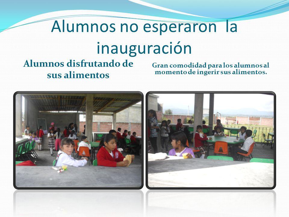 Alumnos no esperaron la inauguración Alumnos disfrutando de sus alimentos Gran comodidad para los alumnos al momento de ingerir sus alimentos.