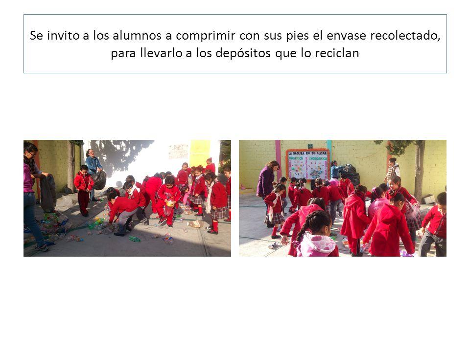 Se invito a los alumnos a comprimir con sus pies el envase recolectado, para llevarlo a los depósitos que lo reciclan