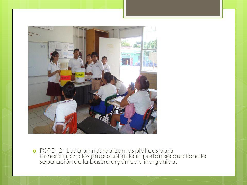 FOTO 2: Los alumnos realizan las pláticas para concientizar a los grupos sobre la importancia que tiene la separación de la basura orgánica e inorgáni