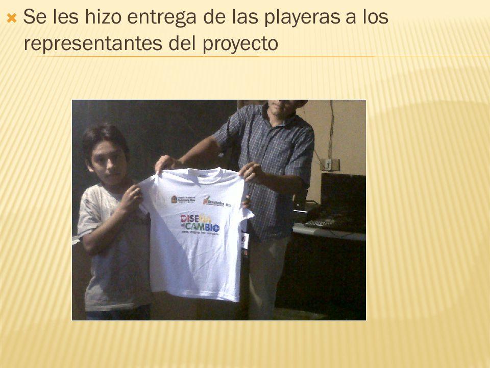 Se les hizo entrega de las playeras a los representantes del proyecto