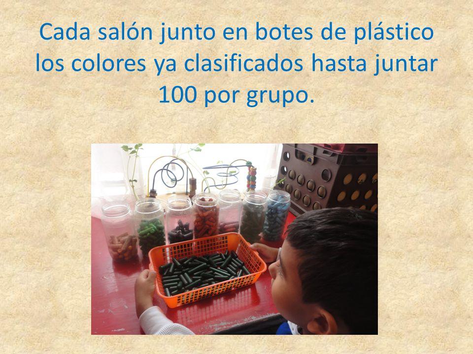 Cada salón junto en botes de plástico los colores ya clasificados hasta juntar 100 por grupo.