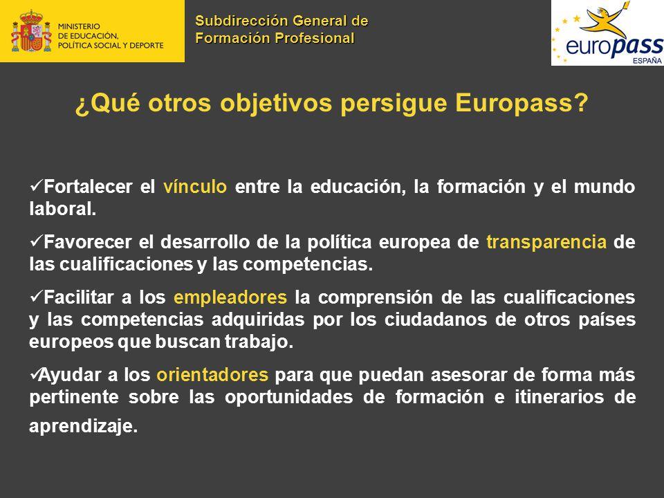 ¿Qué otros objetivos persigue Europass? Fortalecer el vínculo entre la educación, la formación y el mundo laboral. Favorecer el desarrollo de la polít