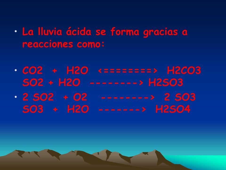 La lluvia ácida se forma generalmente en las nubes altas donde el SO2 y los NOx reaccionan con el agua y el oxígeno, formando una solución diluida de