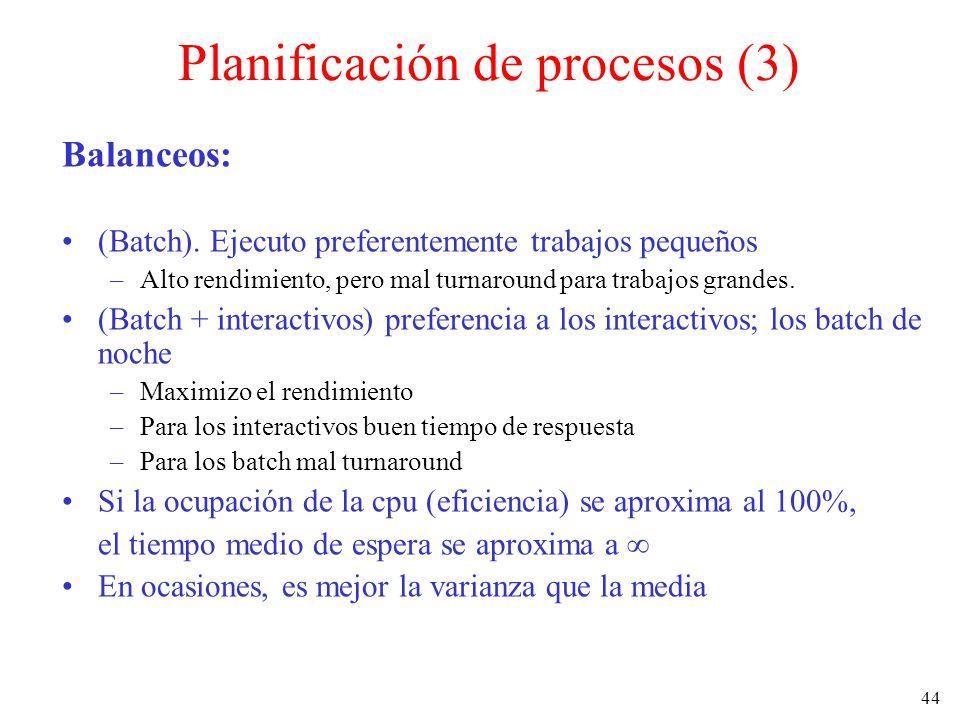44 Planificación de procesos (3) Balanceos: (Batch). Ejecuto preferentemente trabajos pequeños –Alto rendimiento, pero mal turnaround para trabajos gr